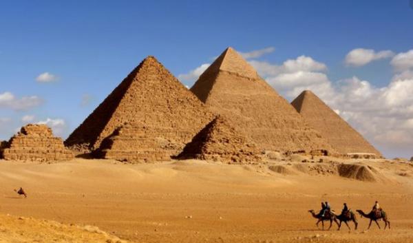 Mengapa Piramida Mesir Menarik Turis